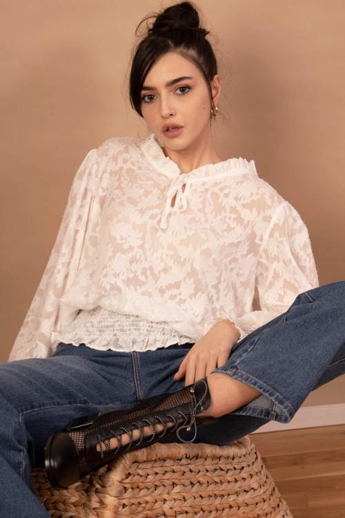 Bluza eleganta alba cu decolteu 8713 A
