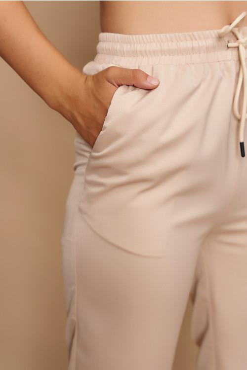 Pantaloni tip jogger satinati 12878 Bej
